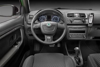 Skoda Fabia 5J Facelift Innenansicht Fahrerposition Studio statisch schwarz
