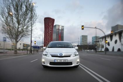 Toyota Auris Hybrid E15 Aussenansicht Front dynamisch weiss