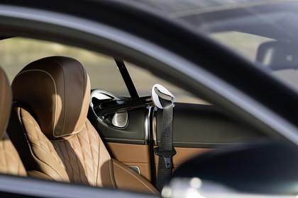 Mercedes-Benz S-Klasse Coupé C217 Innenansicht statisch Vordersitze und Gurtbringer