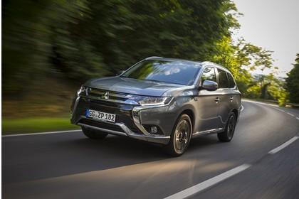 Mitsubishi Outlander Plug-in-Hybrid CWO Aussenansicht Front schräg dynamisch grau
