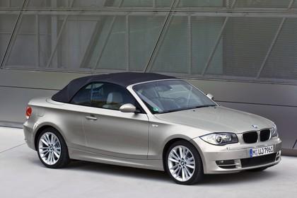 BMW 1er Cabriolet Aussenansicht Seite schräg statisch grau