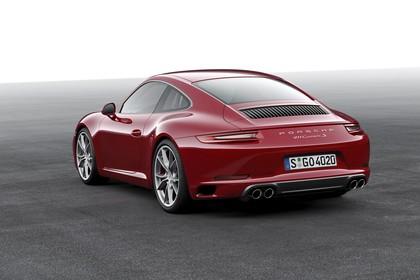 Porsche 911 Carrera S 991.2 Aussenansicht Heck schräg statisch Studio rot