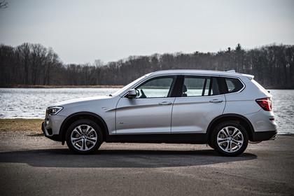 BMW X3 F25 Facelift Aussenansicht Seite statisch silber