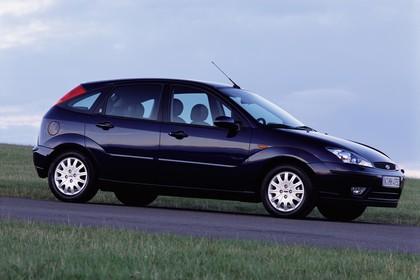 Ford Focus Mk1 Facelift Aussenansicht Seite schräg statisch dunkelblau