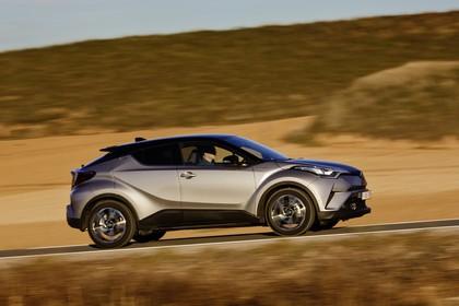 Toyota C-HR Aussenansicht Seite schräg dynamisch grau