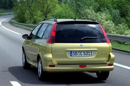 Peugeot 206 SW 2 Aussenansicht Heck schräg dynamisch gelb