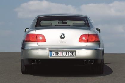 VW Phaeton 3D Aussenansicht Heck statisch silber