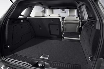 Mercedes B-Klasse W246 Innenansicht  Rücksitzbank 1/3 umgeklappt Studio statisch schwarz