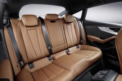 Audi A5 Sportback F5 Innenansicht statisch Studio Rücksitze beifahrerseitig
