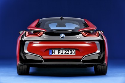 BMW i8 Aussenansicht Heck Studio statisch rot