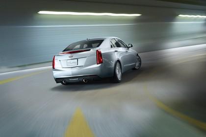 Cadillac ATS Limousine Aussenansicht Heck schräg dynamisch silber