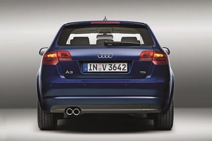 Audi A3 Sportback 8PA Aussenansicht Heck Studio statisch blau