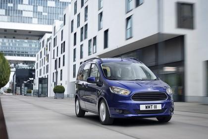 Ford Tourneo Courier JU2 Front schräg dynamisch blau