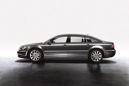 VW Phaeton 3D Facelift Aussenansicht Seite statisch Studio grau