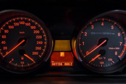BMW Z4 E89 Innenansicht Detail Tacho statisch schwarz