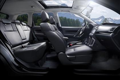 Subaru Forester IV SJ Innenansicht statisch Rücksitze Vordersitze und Armaturenbrett beifahrerseitig