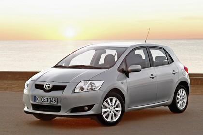 Toyota Auris Fünftürer E15 Aussenansicht Front schräg statisch silber