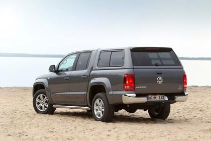 VW Amarok Aussenansicht Heck schräg statisch grau