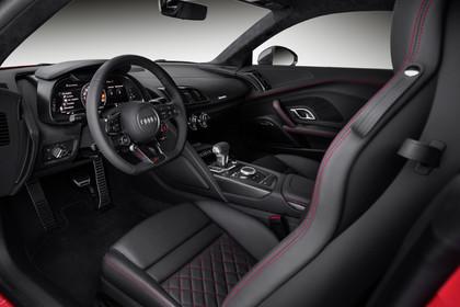 Audi R8 Coupe Innenansicht Einstieg Fahrerposition Studio statisch schwarz