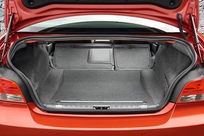 BMW 1er Coupé E82 Innenansicht statisch Kofferraum Rücksitze umgeklappt