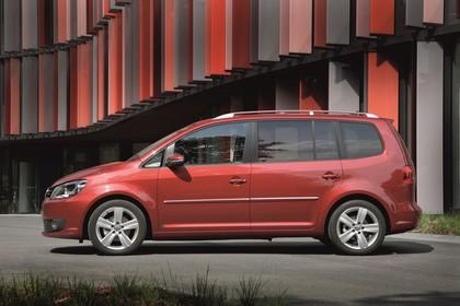 VW Touran 1T Facelift Aussenansicht Seite statisch rot