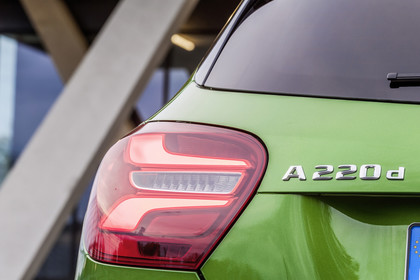 Mercedes A-Klasse W176 Aussenansicht Heck Detail Rückleuchte statisch grün