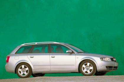 Audi A4 Avant B6 Aussenansicht Seite statisch silber