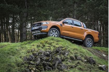 Ford Ranger 2AB Aussenansicht Seite schräg statisch orange