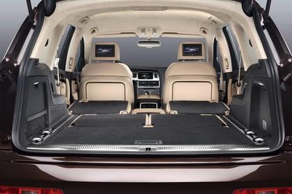 Audi Q7 4L Innenansicht Kofferraum Studio statisch beige schwarz